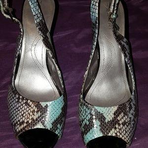 9.5M Tahari Si Señor Snakeskin Slingback Heels